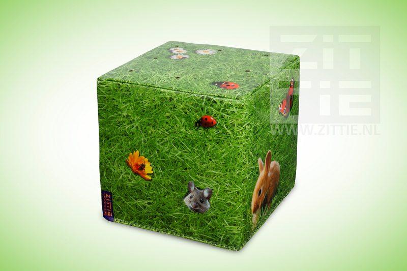 Softhocker - gras met diertjes