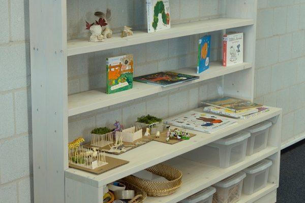 Friswit houten opberg- en presentatiekast