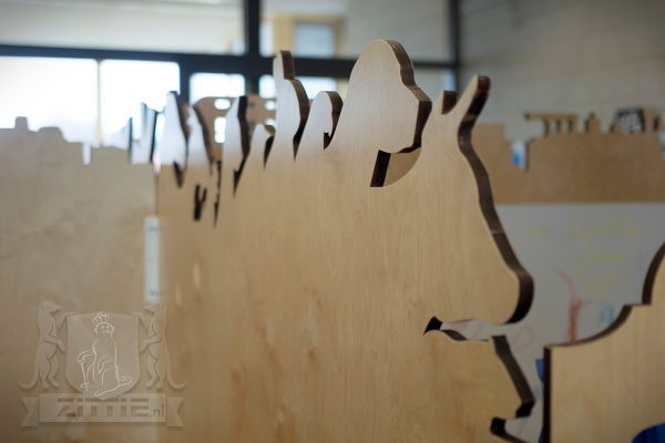 Speelse silhouetten op roomdividers