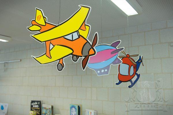 Vliegobjecten hangend in de ruimte